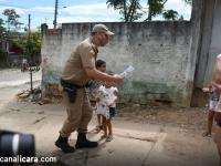 Polícia Militar e agentes de Trânsito entregam mais de 500 brinquedos para crianças