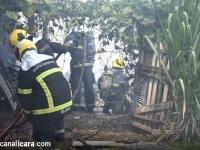 Propriedade multifamiliar é destruída por incêndio no bairro Jardim Silvana