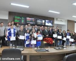 Esportistas da FME recebem homenagem