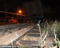 Vagões carregados descarrilam no Jaqueline