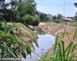Espuma é registrada no Rio Três Ribeirões