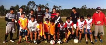 Crianças de projetos sociais da FMCE disputam amistoso contra equipe argentina