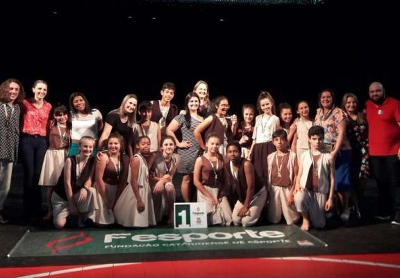 Escola Maria da Glória Silva vence Festival Garopaba em Dança