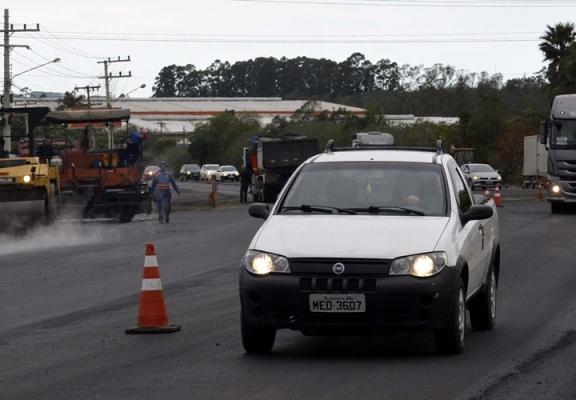 SC-445 tem trânsito em mão única para construção de rótula em Vila São José