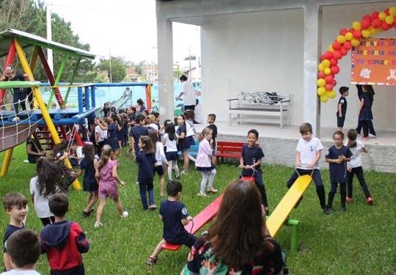 Cooperaliança inaugura parque infantil no bairro Jaqueline