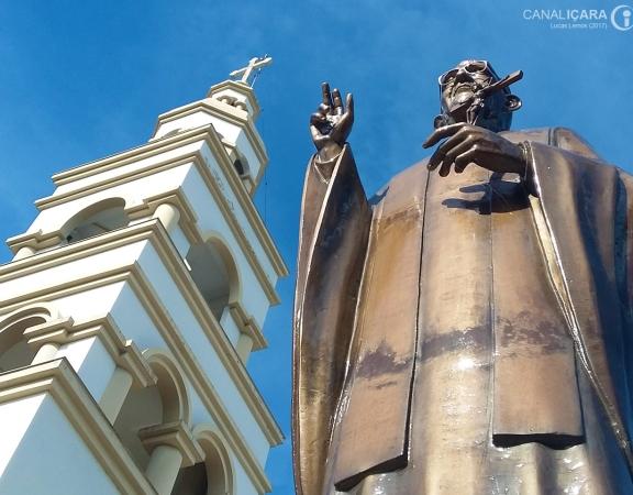 Estátua do padre Bernardo Junkes